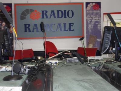 Dall 39 altra parte del vetro scopriamo i redattori di for Radio radicale in diretta