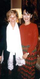 Emma Bonino visita il premio Nobel agli arresti domiciliari, 1996